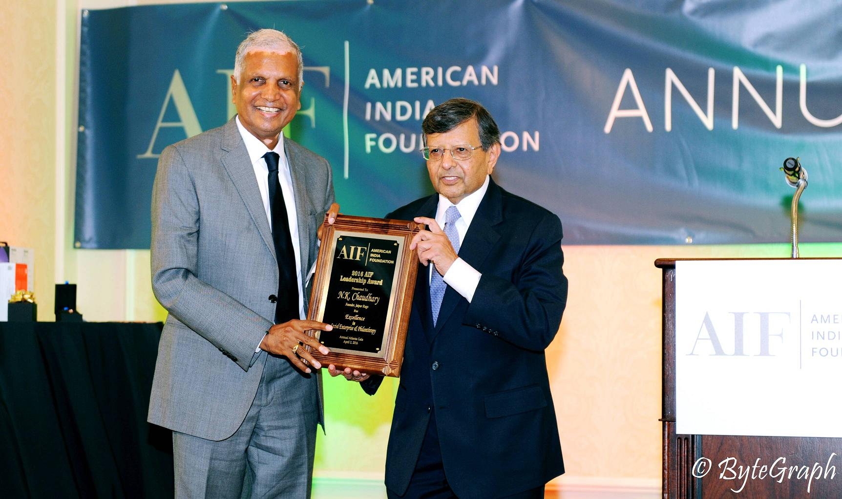 Dr. Sheth Presents Mr. N K Chaudhary with the 2016 AIF Leadership award for Excellence in Social Enterprise & Philanthropy at the AIF Atlanta Gala